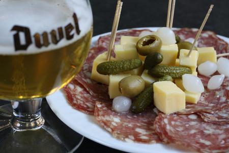 Botana salada y cerveza