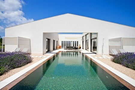 Puertas abiertas: preciosa casa de EcoDesignFinca con elementos prefabricados en Mallorca