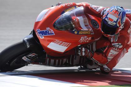 Stoner logra una pole estratosférica por delante de Rossi y Lorenzo