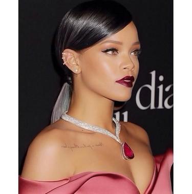 El día que Rihanna se vistió de largo y brilló como nunca en su gala benéfica