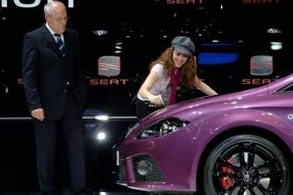 "Shakira firma el SEAT León ""Pies Descalzos"""