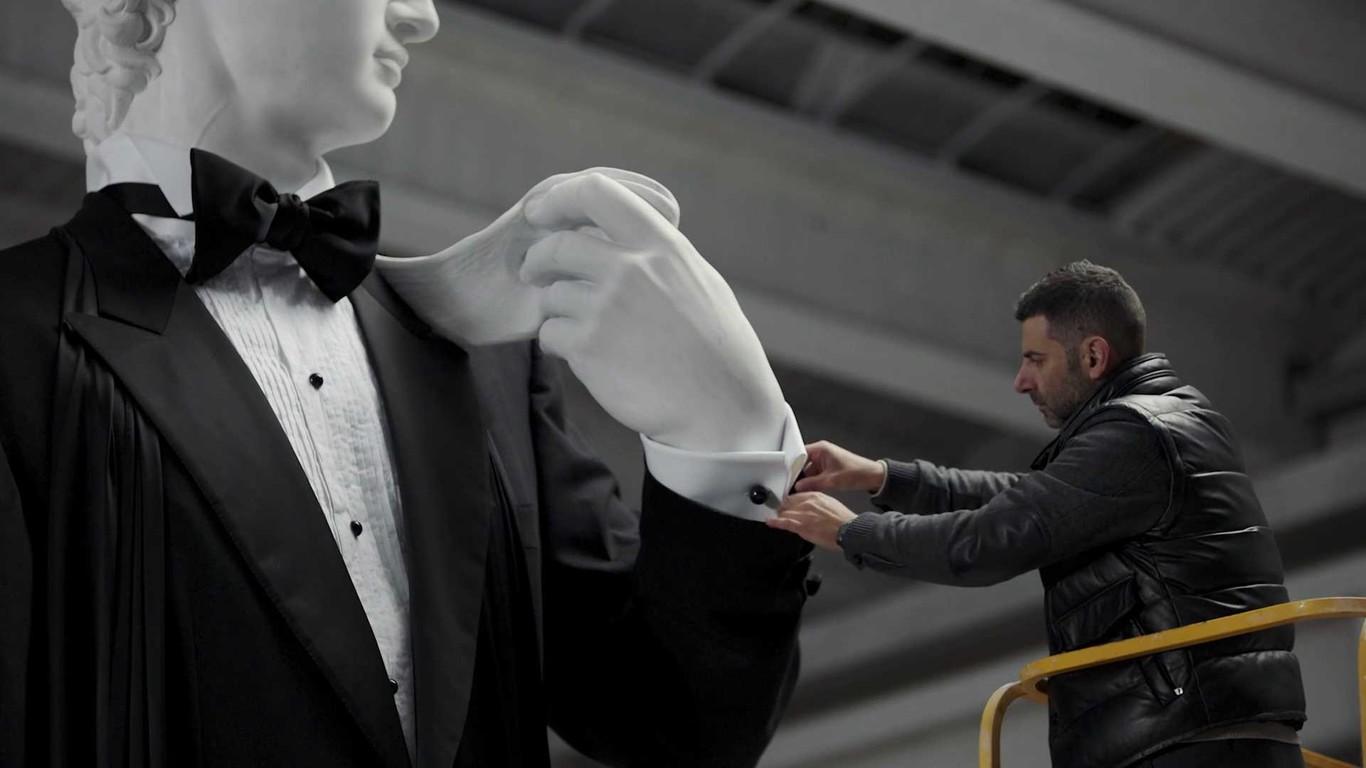 Brioni ha logrado lo imposible  vestir al David de Miguel Ángel de etiqueta f156ddfebc4