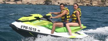 Mario Casas da el cambiazo con Déborah François: de la moto y los 'tres metros sobre el cielo' a la de agua y los dos dos metros de seguridad