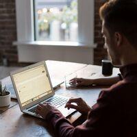 Dos o tres días de teletrabajo y el resto en la oficina: el modelo de trabajo híbrido que se impone en el 65% de empresas españolas