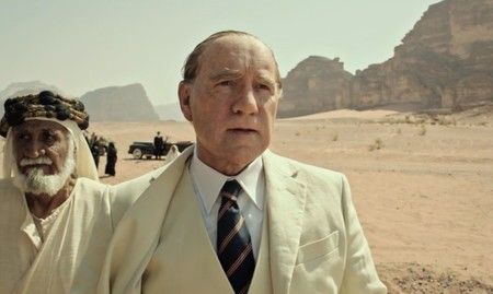 Kevin Spacey está irreconocible en el tráiler de lo nuevo de Ridley Scott, 'Todo el dinero del mundo'