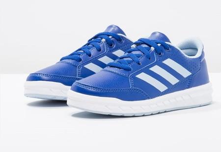 new styles 636d2 d323d Por 17,95 euros puedes comprar las zapatillas Adidas ...