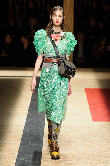 El estilo retro da la vuelta al mundo junto a Prada en su colección Otoño-Invierno 2016/2017