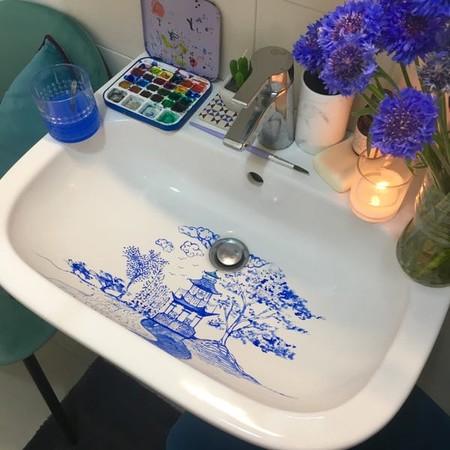 Esta artista italiana hace que lavarse las manos sea mucho más bonito con sus originales acualeras pintadas en el lavabo