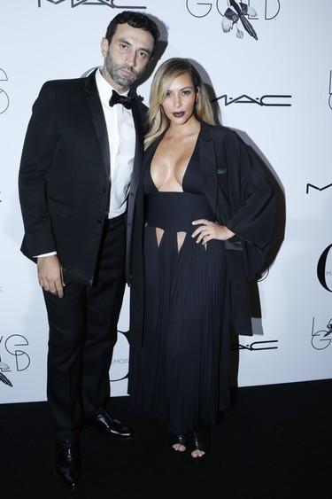 El derroche parisino de pechonalidad <em>by</em> Kim Kardashian