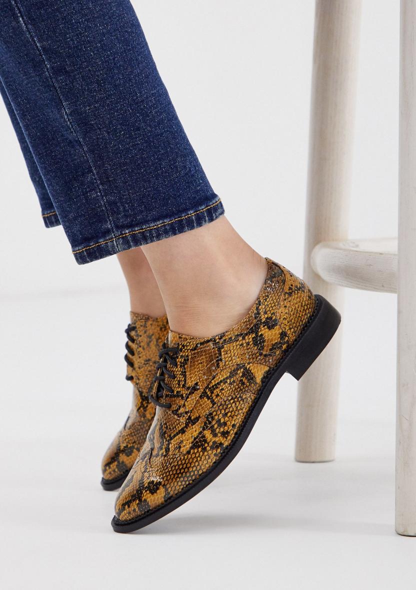 Zapatos planos de cordones de efecto piel de serpiente More de ASOS DESIGN