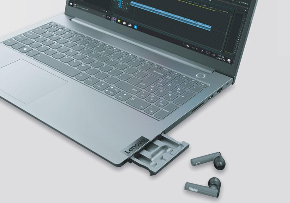 La última idea loca y genial de Lenovo es la de integrar un cajoncito en los ThinkBook 15 Gen 2 para guardar los auriculares