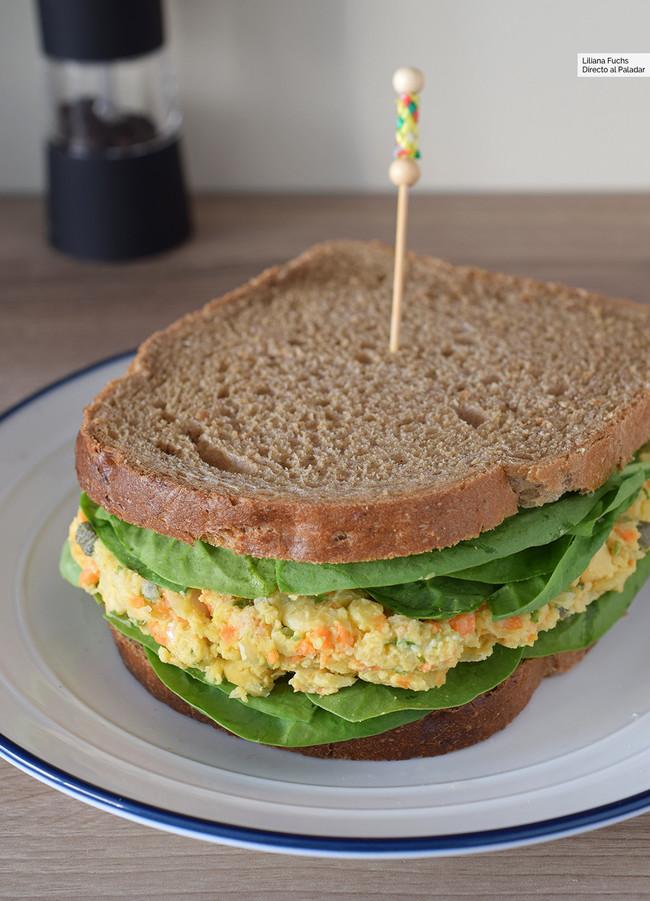 Sandwich de ensalada de garbanzos