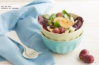 Ensalada de salvia roja, uvas y piñones con queso de cabra a la plancha. Receta