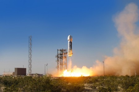 El cohete reutilizable de Jeff Bezos y Blue Origin da sus primeros pasos hacia el espacio