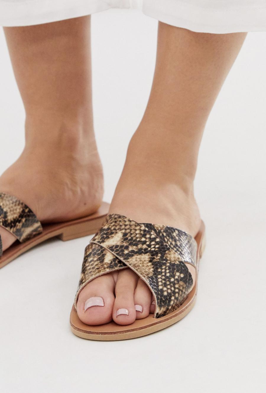 Sandalias de cuero con estampado de serpiente de Oasis