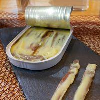 Estas son las anchoas de Santoña originales, que ha recuperado una joven conservera: en mantequilla