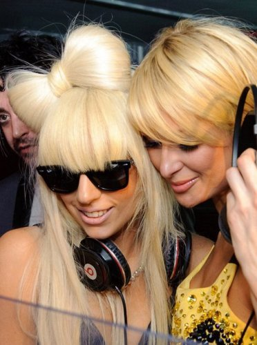 ¡Lady Gaga entrevistada por Paris Hilton!