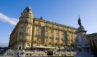 El mobiliario del Hotel Maria Cristina de San Sebastián a la venta en un mercadillo