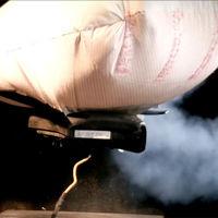 Así de violenta es la explosión del inflador de un airbag a cámara lenta