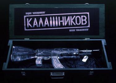 Vodka Kalashnikov, exclusivo y original maridaje entre dos famosos productos rusos