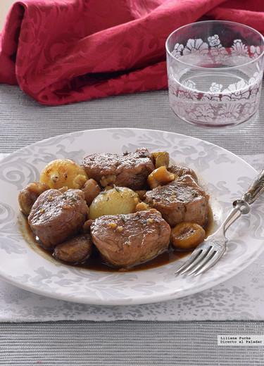Solomillo de cerdo en salsa de cerveza y miel con cebollitas y castañas. Receta de Navidad