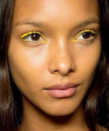 Eyeliner Amarillo 10