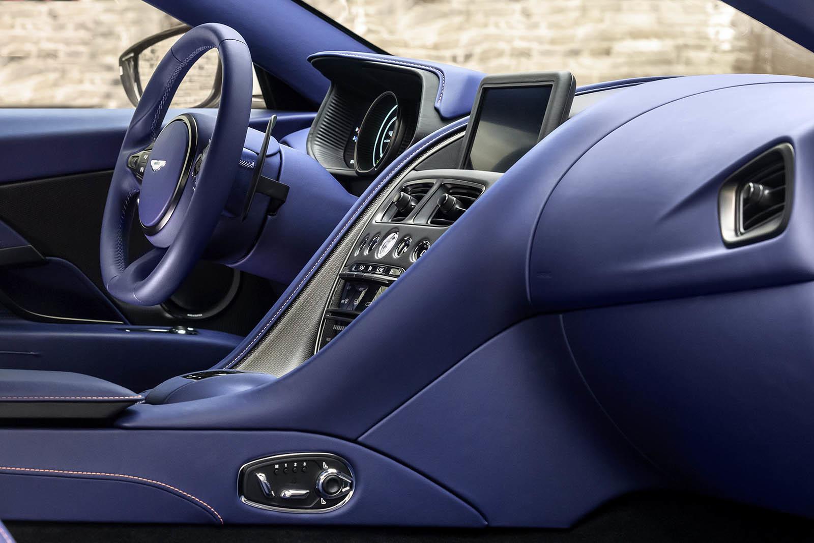 Foto de Aston Martin DB11 V8 (6/21)