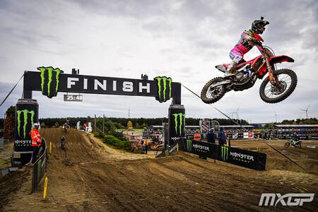 Tim Gajser acaricia el mundial de Motocross después de ganar en Lommel con Jorge Prado de baja por COVID-19