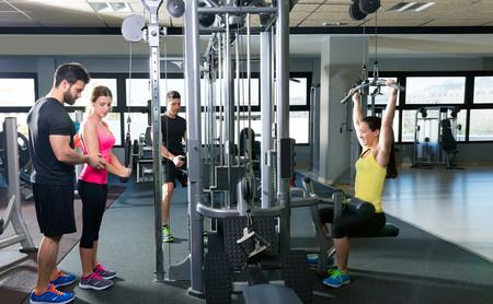 Así puedes entrenar todo tu cuerpo usando las poleas