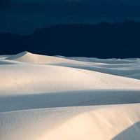 'White Sands', de Navid Baraty, la belleza fantasmal y surrealista de las dunas del desierto de Nuevo México