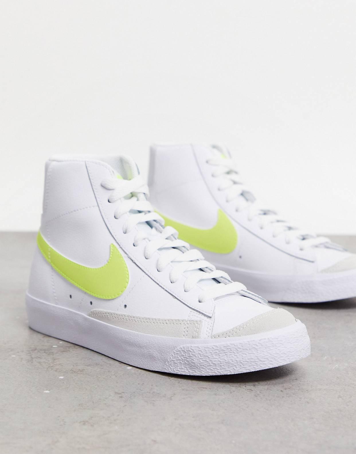 Zapatillas de deporte blancas y amarillas Blazer Mid 77' de Nike
