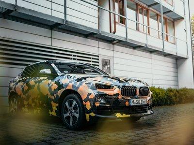 El BMW X2 se pasea por la jungla urbana con un camuflaje muy provocativo