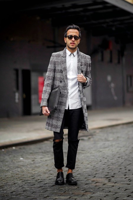 Una vez más, el abrigo de Príncipe de Gales es lo único que necesitas para lograr un look elegante en invierno