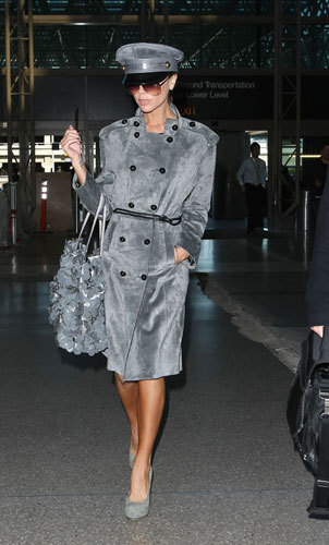 Victoria Beckham con look militar