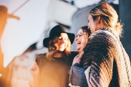 Las ocurrencias nos parecen 30 veces más graciosas si no estamos solos