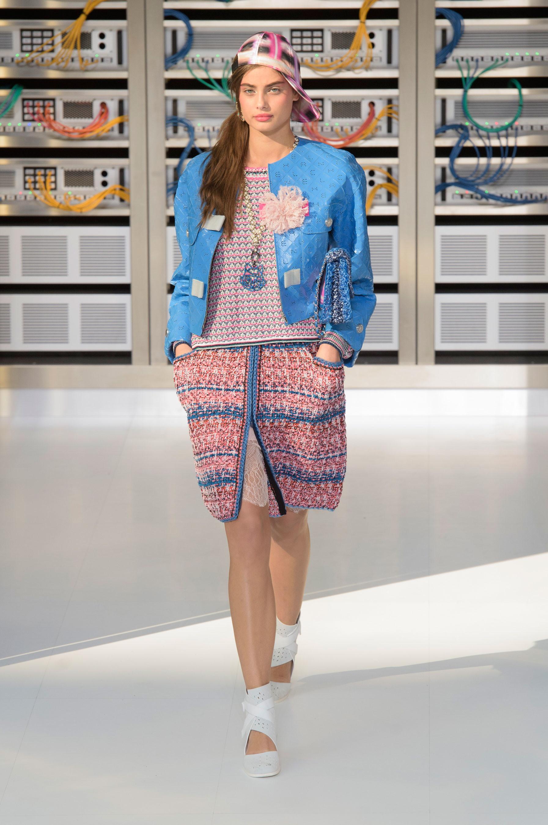 Foto de El regreso al futuro de Chanel en su colección Primavera-Verano 2017 (35/96)