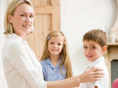 Así se organizan las familias con vacaciones a la europea: ¿De verdad podemos hacer este cambio en España?