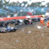 Así ha sido el incidente de MotoGP en Silverstone que ha terminado con cinco pilotos en el suelo