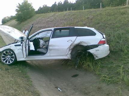 ¿Qué pasa cuando tienes un pinchazo a 180km/h con un BMW M5 Touring?