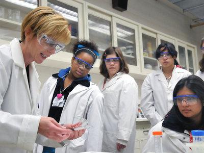 Cómo unos estudiantes de instituto han dejado en evidencia a la industria farmacéutica