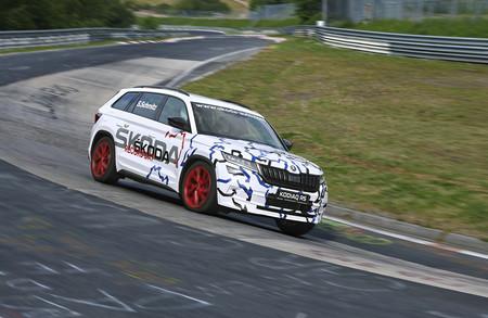 El Škoda Kodiaq RS bate un nuevo récord en Nürburgring: es el SUV de 7 plazas más rápido del Ring
