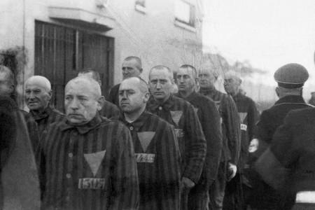 La larga historia de represión fascista al colectivo LGBT+: triángulos rosas y campos de exterminio
