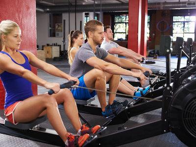 Cinco razones para adorar la máquina de remo del gimnasio