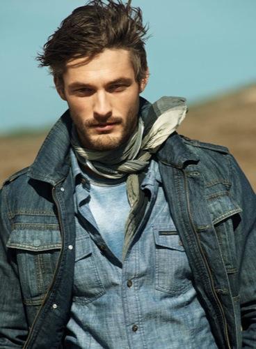 HE by Mango, campaña Primavera-Verano 2010: un hombre en el desierto