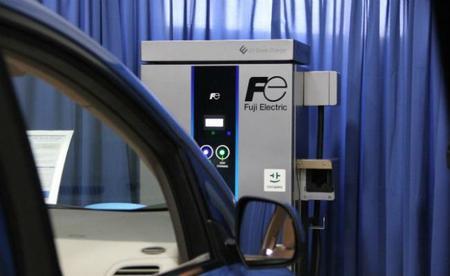 Fuji Electric presenta un nuevo modelo de estación de recarga semi-rápida