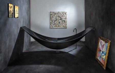 ¿Es una hamaca? ¿Es una barca? No, es una bañera espectacular
