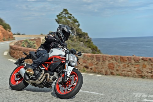 Probamos la Ducati Monster 797, 75 cv de tradición y pasión por las naked italianas