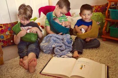 Los niños también juegan con bebés