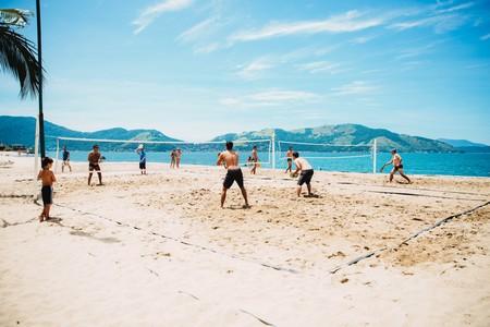 El volley-playa es el deporte del verano: estos son todos sus beneficios para tu cuerpo