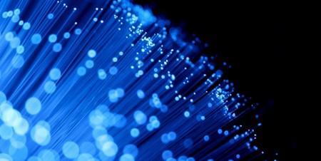 Investigadores nos muestran el futuro de las conexiones de fibra óptica: 1125 terabits por segundo